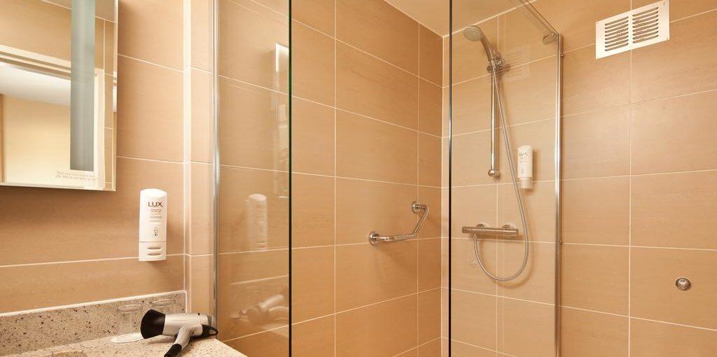 Ibis Forum Stevenage Bathroom