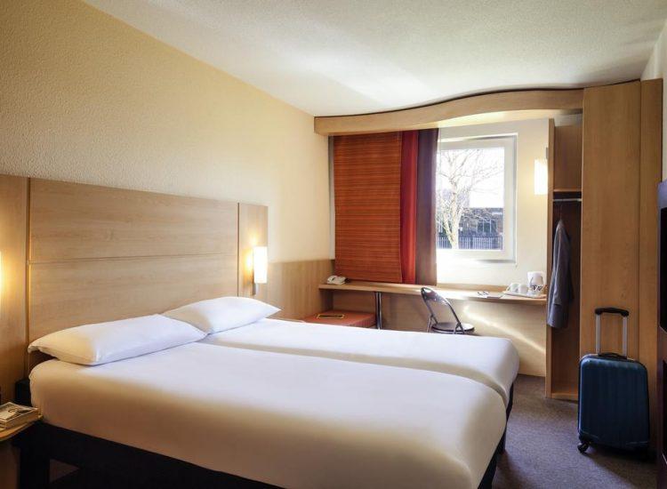 Ibis Hotel Cardiff twin room