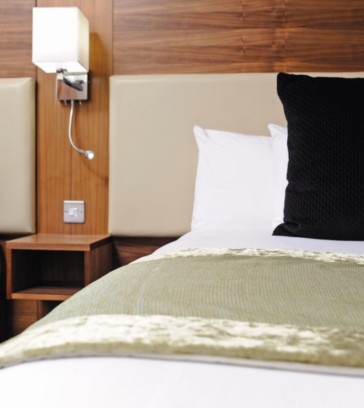 Mercure London Bloomsbury Bedroom - Bed light and pillow