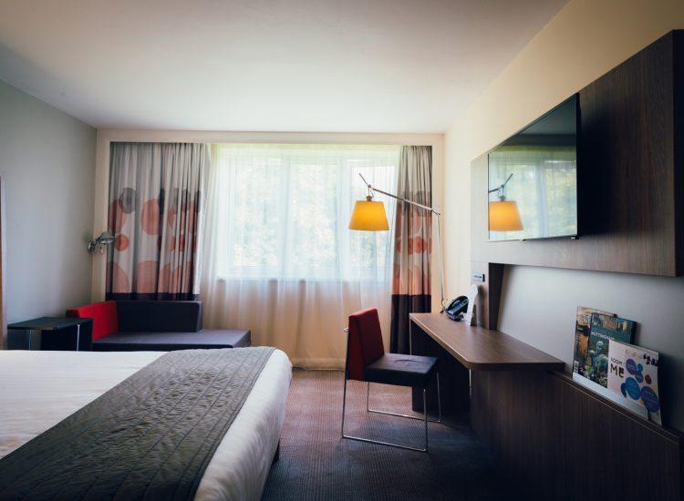 Novotel Hotel Nottingham Derby, Bedroom with workstation