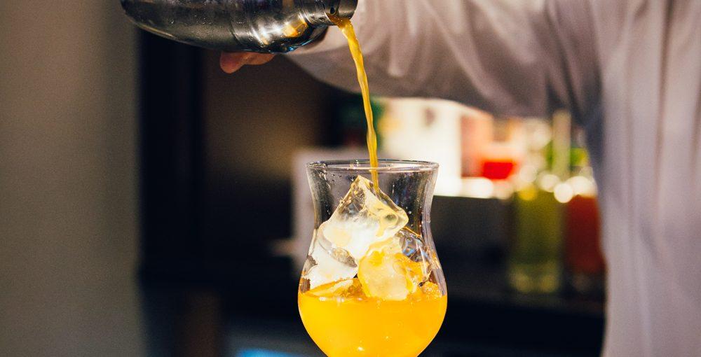 Novotel Hotel Nottingham Derby, Bar - Cocktail being poured