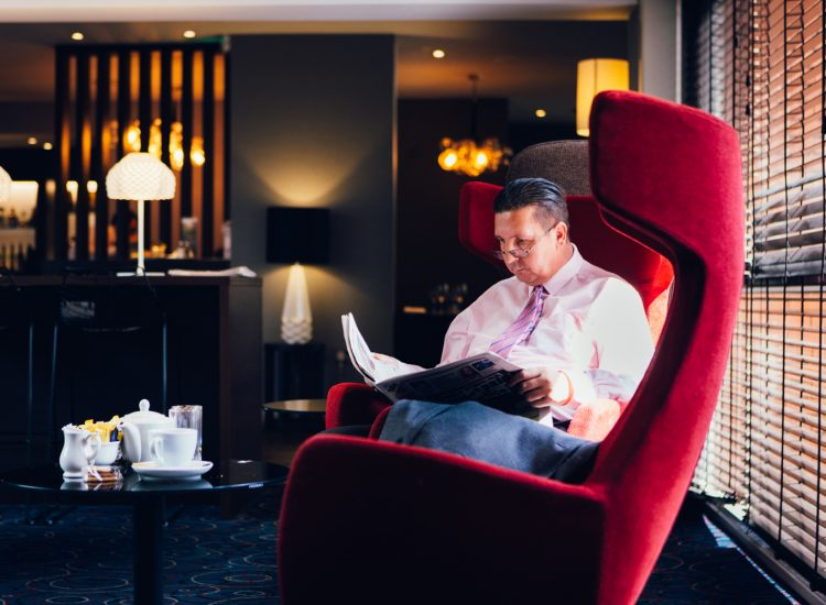 Novotel Hotel Nottingham Derby, Lounge - man sitting in chair