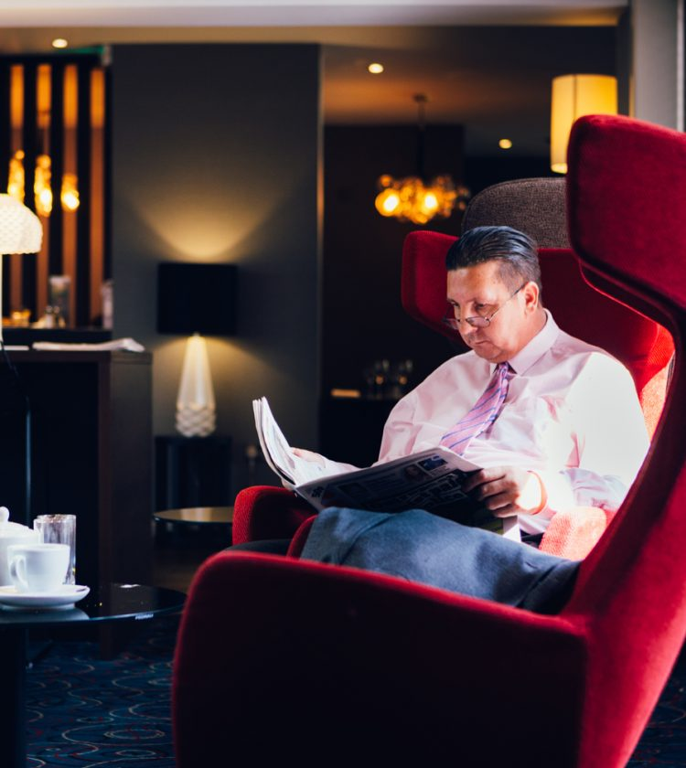 Novotel Hotel Nottingham Derby, Lounge - man sitting in chair