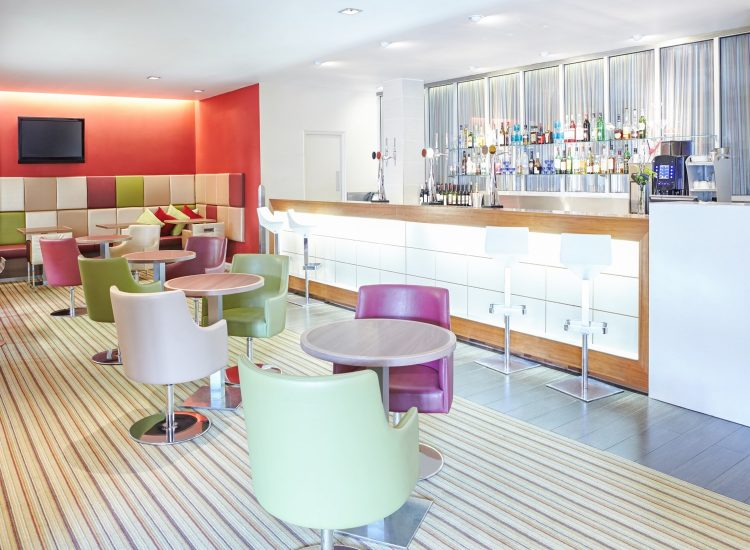 Novotel Hotel Newcastle, Bar and Seating