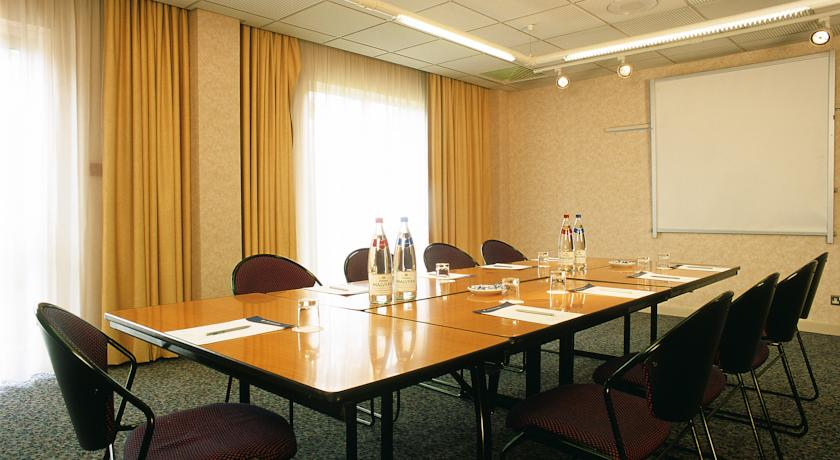 Novotel Wolverhampton Meeting Room