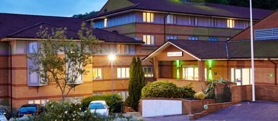 Holiday Inn Cardiff Exterior